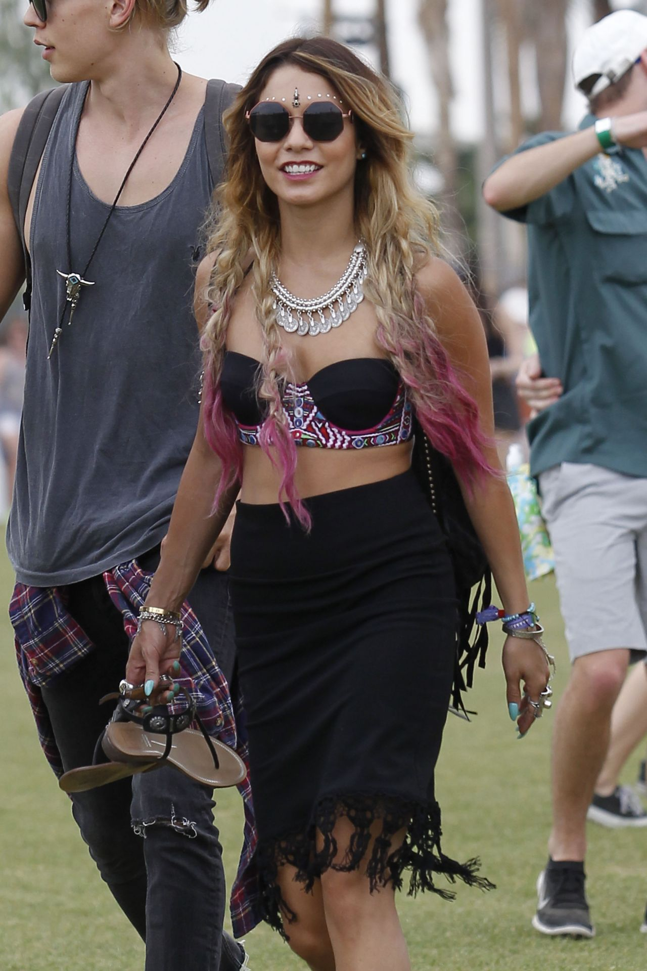vanessa-hudgens-coachella-music-festival-april-18-2014_1