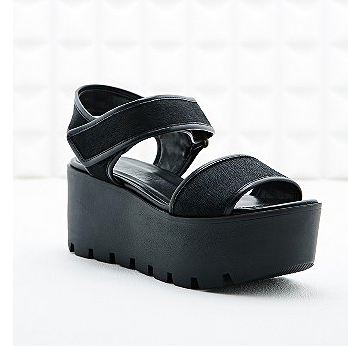 urban outfitters 90s comeback fashion shoe