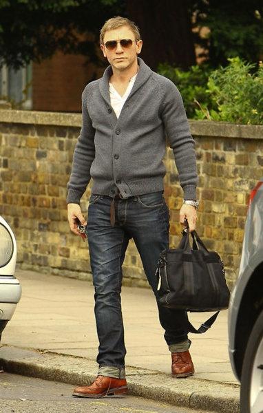 Daniel Craig man bag